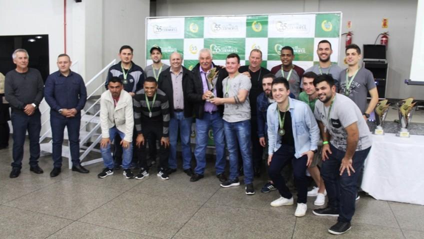 Entrega da premiação da Copa Cermoful de Futebol Suíço 2019.