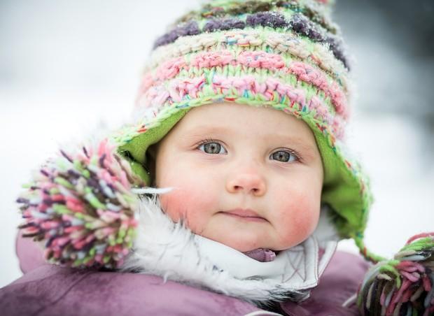 8 maneiras de manter seu filho quentinho e seguro no frio