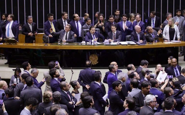 Câmara aprova texto-base da reforma da Previdência em 2º turno por 370 votos a 124