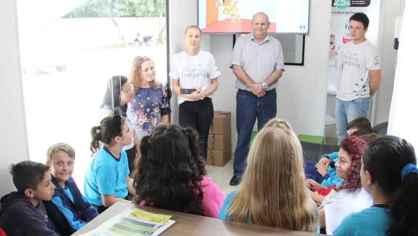 Cermoful e Satc retomam projeto nas escolas