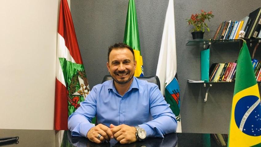 Presidente da Câmara Municipal, Alison Felix Bertan, garante o repasse anual de R$ 180.400,00 para a APAE de Morro da Fumaça.
