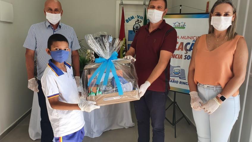 Em Balneário Rincão a volta às aulas foi com a entrega de material escolar gratuito