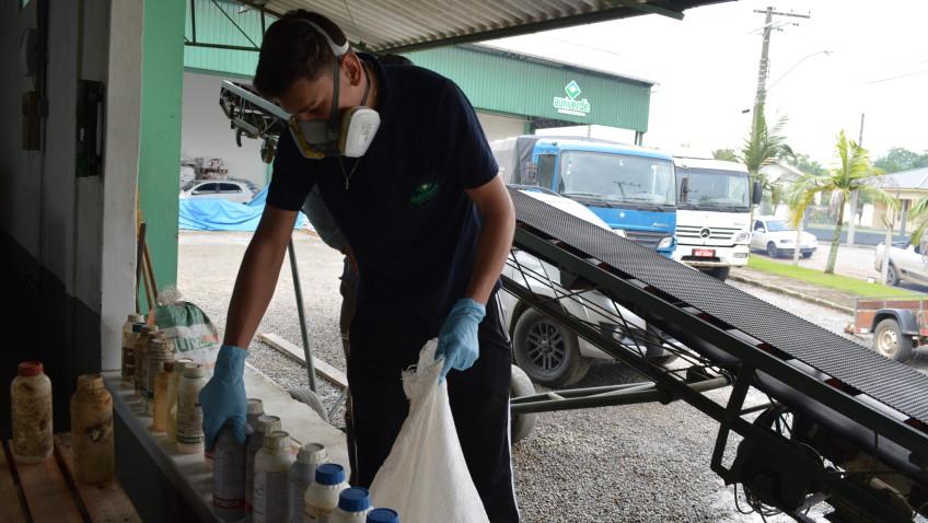 Iniciativa recolhe cerca de 800 embalagens de agrotóxicos